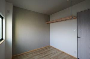 おしゃれな戸建てリノベーション グレーの壁